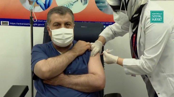 Türkiye'de İlk CoronaVac aşısı Sağlık Bakanı Koca'ya yapıldı